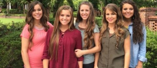 Joy-Anna Duggar married too young hints Jessa Seewald [Image source: Pixabay.com]