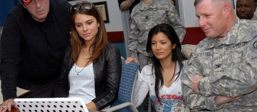 Maria Menounos shares scenes with U.S. Army - https://commons.wikimedia.org/wiki/File:Hu,_Proval,_Menounos_3.jpg