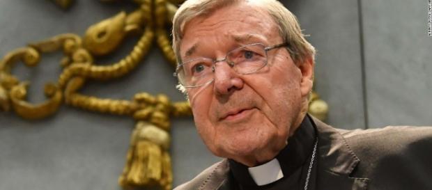 George Pell, Ministro de Finanzas del Vaticano, viaja a Australia para enfrentar múltiples cargos de pederastía.