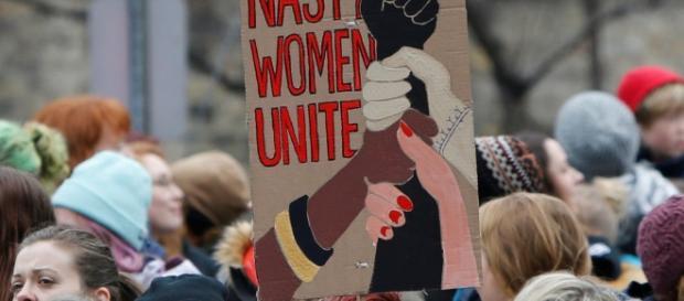 Marcha das Feministas reúne milhares de mulheres (Foto: Reprodução)