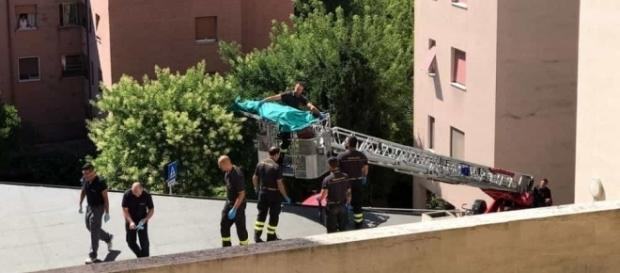 O badantă de 60 de ani a murit după ce s-a aruncat în gol de la etajul 5