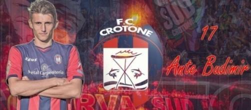 L'attaccante del Crotone, Ante Budimir.