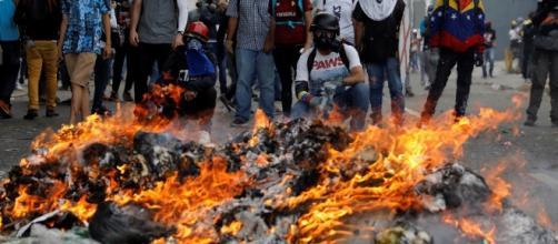 Muchos venezolanos han tomado las calles en rechazo al actual gobierno.