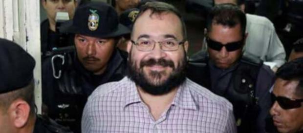 El exgobernador de Veracruz, sale tan sonriente como en vacaciones