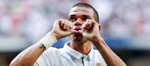 Foot PSG - PSG : Pepe a finalement choisi le Besiktas plutôt que ... - foot01.com