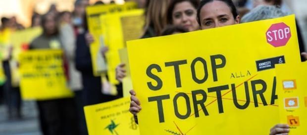 I punti controversi della legge sul reato di tortura - Annalisa ... - internazionale.it