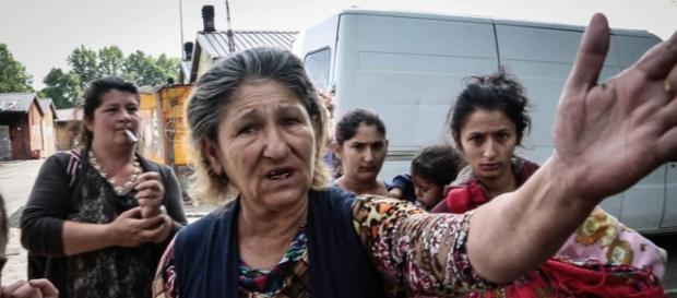 La Raggi stanzia i soldi per la chiusura dei campi Rom