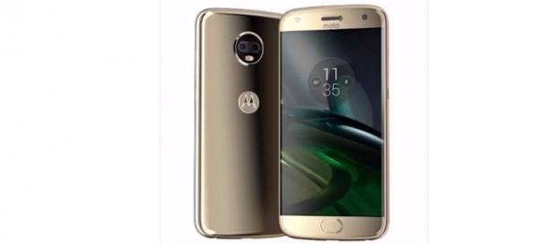 Evan Blass leaked the official press renders of the Motorola Moto X4 (Paréntesis.com/YouTube Screenshot)