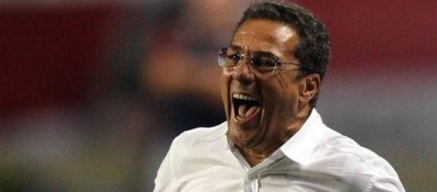 Treinador fica fora dos próximos jogos na Sul-Americana (Foto: Reprodução)