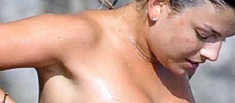 Emma Marrone la foto in topless che fa impazzire i fan