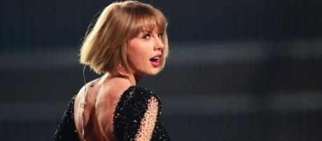 T-Swift is taking a long break to focus on her new album and her relationship with Joe Alwyn. (via Blasting News library)