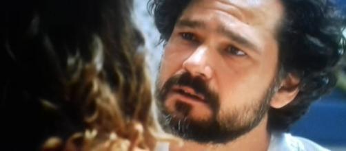 Daniel se declara a Lia na novela (Foto: Reprodução/Record TV)