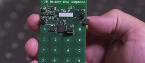 Il primo telefono senza la batteria
