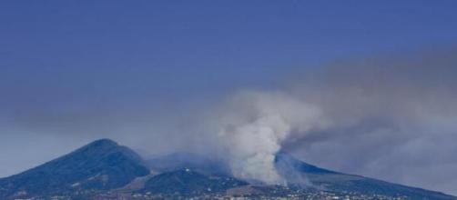 Il Vesuvio in fiamme da sette giorni