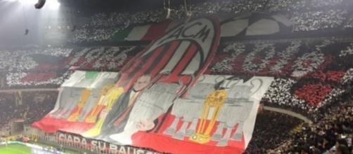 La curva del Milan durante il derby d'andata