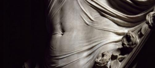 Un detalle de una de las esculturas de Corradini