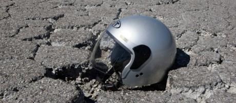 Incidente in moto dopo il lavoro; morto un 26enne - tagpress.it