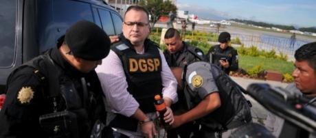Javier Duarte es acusado de enriquecimiento ilícito, peculado, tráfico de influencia, entre otros cargos (vía Twitter - @ExpansionMx)