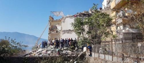 Crollo a Torre Annunziata, 8 dispersi