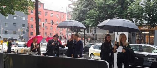 Il cantante dei Tokio Hotel Bill Kaulitz accoltop da fans e fotografi alla Fashion Week di Berlino