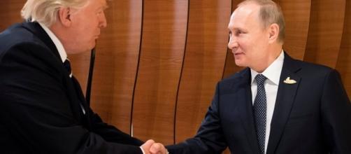 La prima stretta di mano tra Donald Trump e Vladimir Putin al G20 di Amburgo