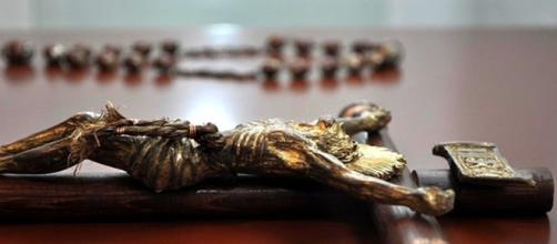 Sicarios casi matan a sacerdote por equivocación ¡le roban y le ... - com.mx