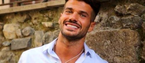 Uomini e Donne news: Claudio Sona si è scusato davvero con Juan Sierra? - kontrokultura.it