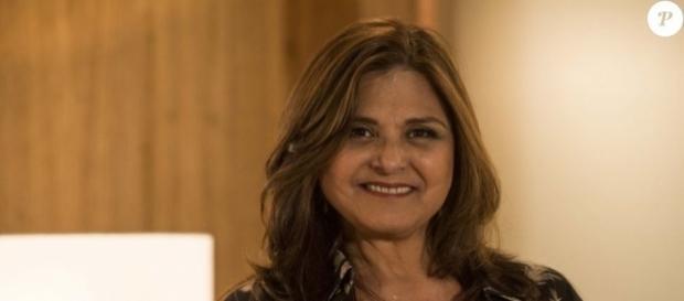 A atriz Elisangela vive ótimo momento como Aurora, mãe da personagem de Juliana Paes. ( Foto: Reprodução)