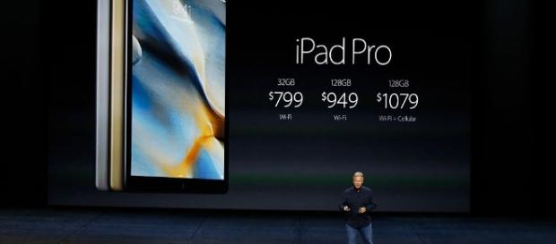 Apple Rumor: smart-stylus specifically made for iPad Pros is expected to arrive with multiple updates (Image Credit: universityherald.com)