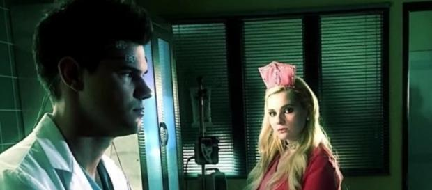 Billie Lourd has officially broke up from her boyfriend of 8 months, Taylor Lautner. Image via YouTube/E! News