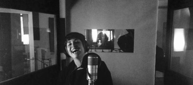 'Ogni giorno come agosto' è il nuovo singolo di Chiara Monaldi, prodotto da Noia Dischi.