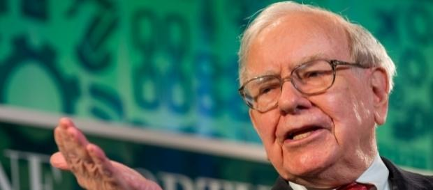 Warren Buffett at Fortune The Most Powerful Women 2013 by Fortune Live Media via Flickr