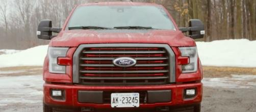 2017 Ford F-150 3.5L EcoBoost Review AutoGuide.com/Youtube