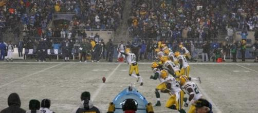 A cold game kickoff at Lambeau in 2006. (Via Wikimedia Commons)