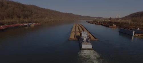 Ohio River Towboats (DJI Phantom 3 Drone) Image credit Zephyr Video Productions | Youtube