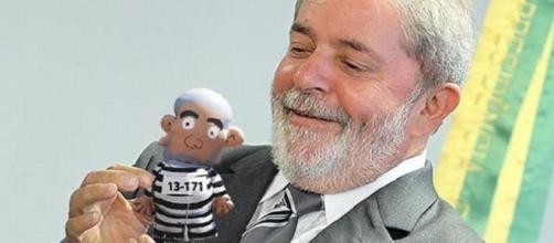 Sentença de quase 10 anos de prisão proferida pelo juiz Sérgio Moro ao ex-presidente Lula parou o Brasil nesta quarta-feira. ( Foto: Reprodução)