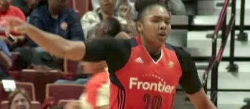The Connecticut Sun try to extend their winning streak to four as they host the Washington Mystics on Saturday. [Image via WNBA/YouTube]