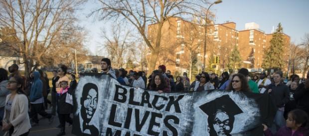 An African American yells 'black lives matter' after assaulting a cop - Photo: Flickr (Fibonacci Blue)