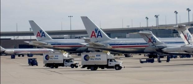 Photo American Airlines planes at Dallas Fort Worth International Airport via Wikimedia by Fred/CC BY-SA 3.0