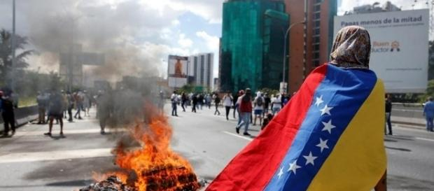 Protestos marcam crise politica do país.