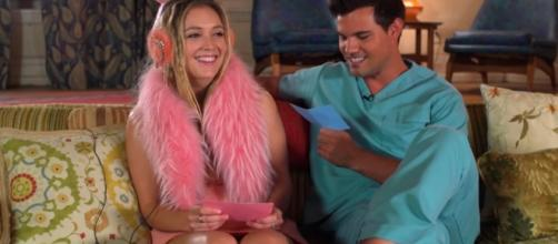 "Billie Lourd and Taylor Lautner play ""Kiss, Marry, Kill"" (Youtube/ScreamQueens)."