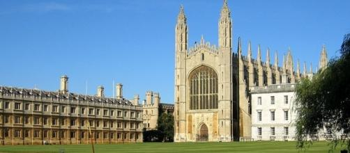Cambridge vs Oxford - universityrooms.com