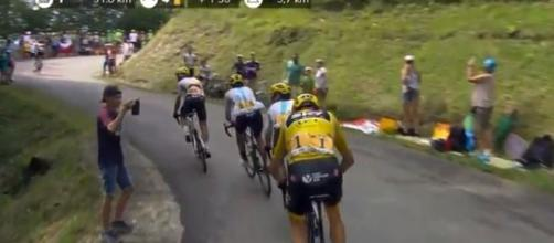 Chris Froome all'inseguimento sul Mont du Chat