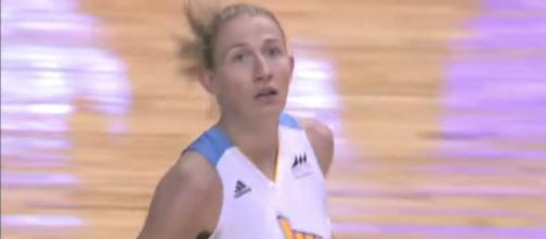 Courtney Vandersloot went off for 26 points and 13 assists to help her team rout the Minnesota Lynx on Saturday. [Image via WNBA/YouTube]