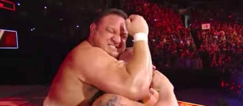 Will Samoa Joe lock the Coquina Clutch on Brock Lesnar this Sunday to win the title? [Image via WWE/YouTube]