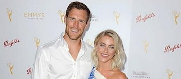 Julianne Hough and Brooks Laich married in an outdoor wedding [Image: YouTube screen shot]