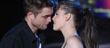 Robert Pattinson and Kristen Stewart - Nicki Swift/YouTube Screenshot