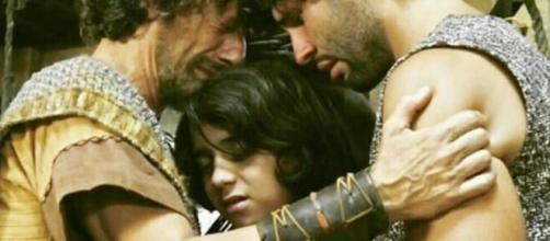 Asher se recorda de sua família em Jerusalém (Foto: Reprodução/Record TV)