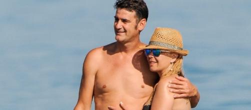 Jesulín de Ubrique y María José Campanario juntos en la playa.