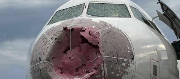 Avião pilotado por Alexander Akopov foi avariado por forte chuva de granizo
